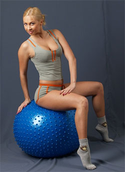 Мячик терапевтический 75см (с насосом)